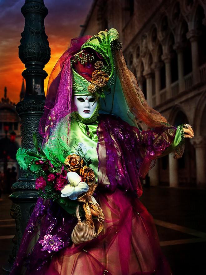 25-beautiful-venice-carnival-photographs-by-suchet-suwanmongkol